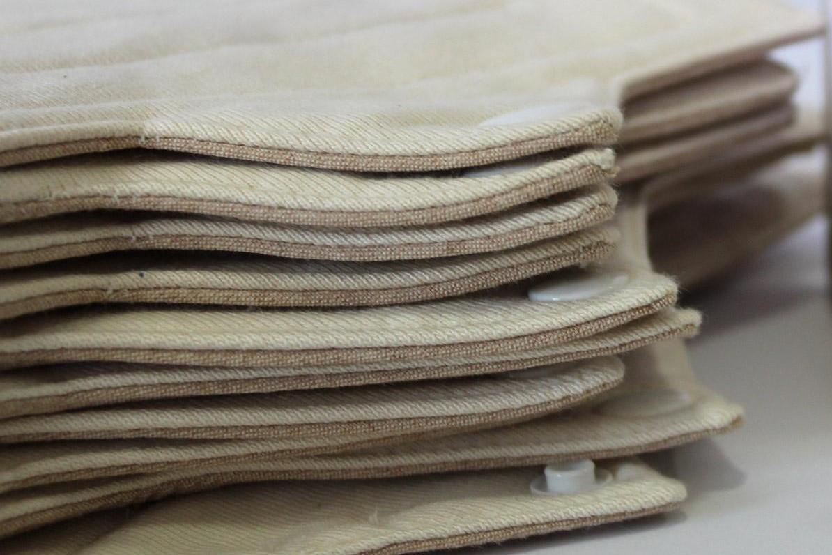 Compresas de tela de algodón ecológico y sin tintes. Suavidad y comodidad para todo el día.